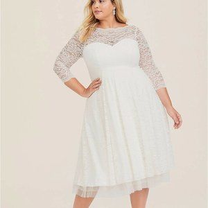 Torrid Dress Wedding Gown White Ivory Lace 24